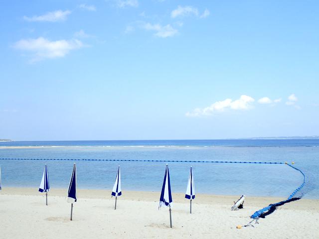 瀬底ビーチのクラゲ避けネット