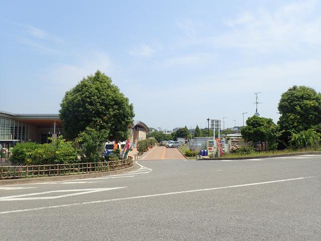 施設奥駐車場への入口