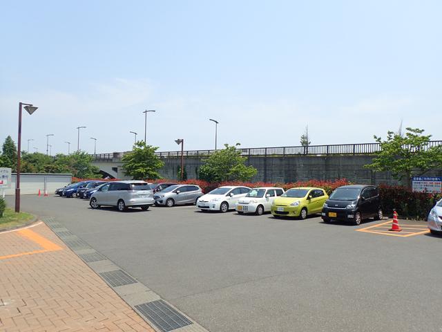 施設奥駐車場