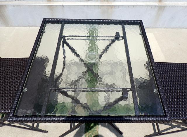 テーブルのガラス面は強化ガラス