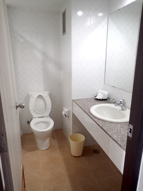 Welcome Plaza Hotel Pattaya toilet