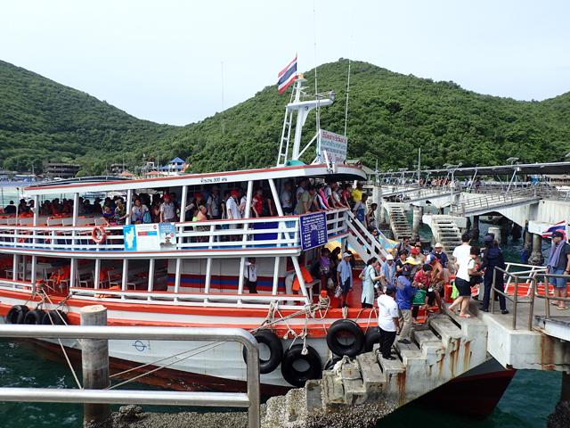 タワエンビーチの船着き場