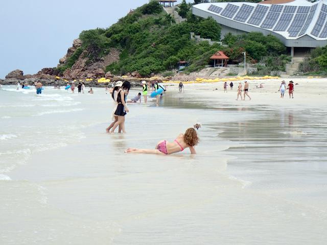 samae beach women