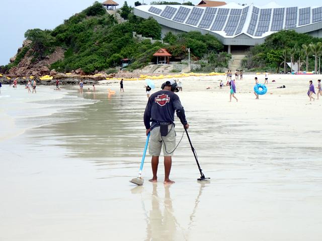 samae beach clean up