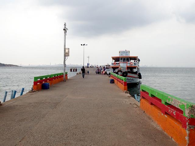 ナーバーン埠頭