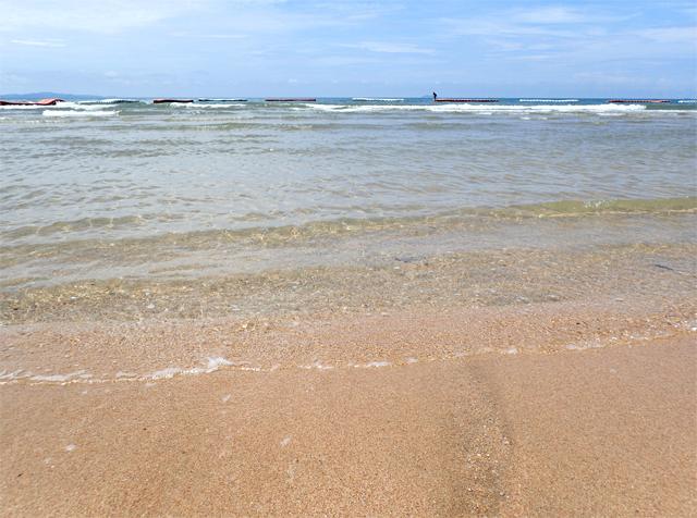 ジョムティエンビーチの海
