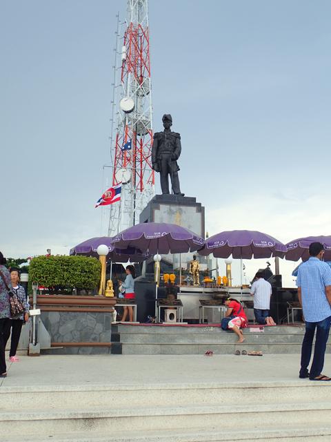 タイ国王の銅像