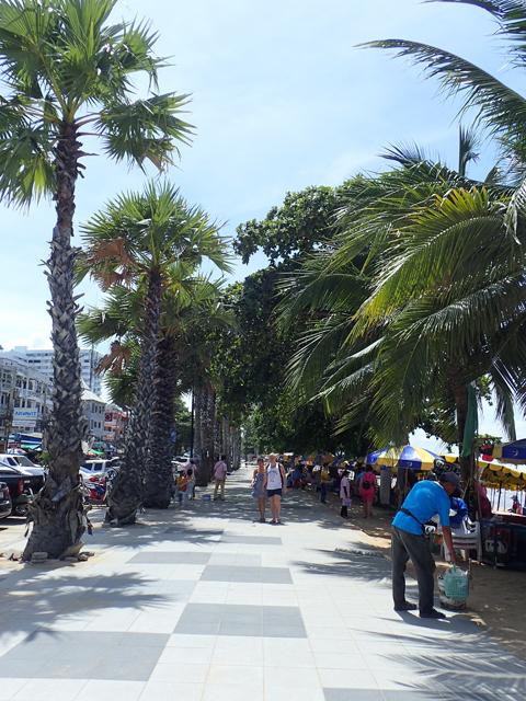 ジョムティエンビーチの遊歩道