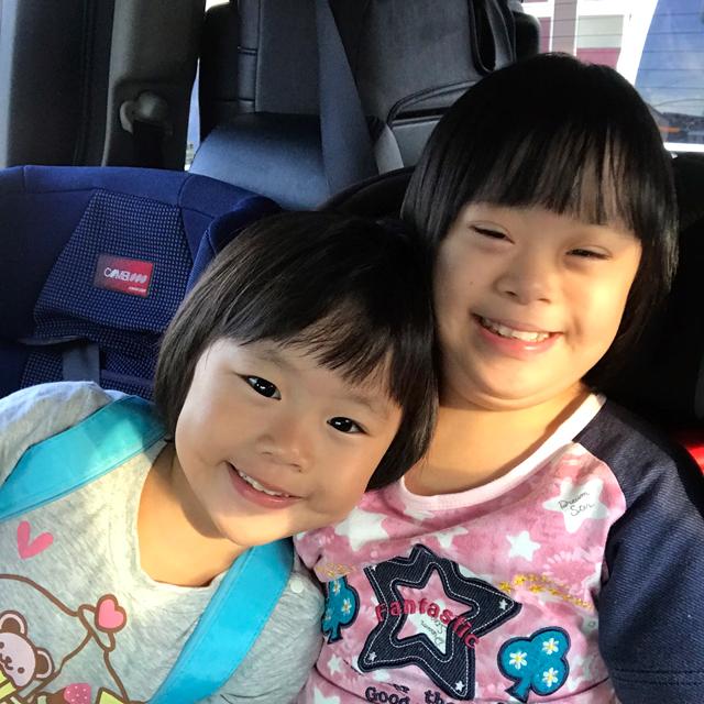 二重アゴ姉妹