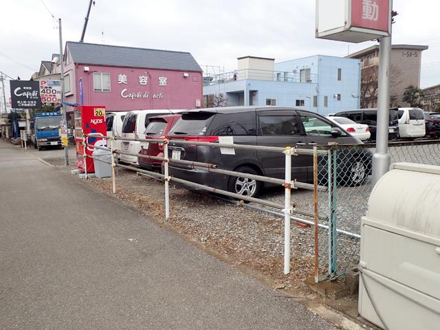 道路沿いに5台まで駐車可