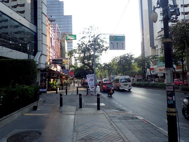 バンコクの朝の道路