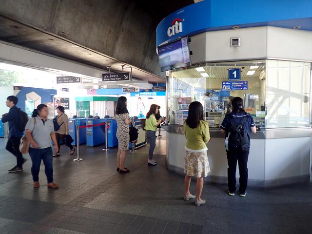 BTSのチョンノンシー駅改札口