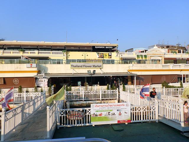 チャオプラヤ川のフラワーマーケット