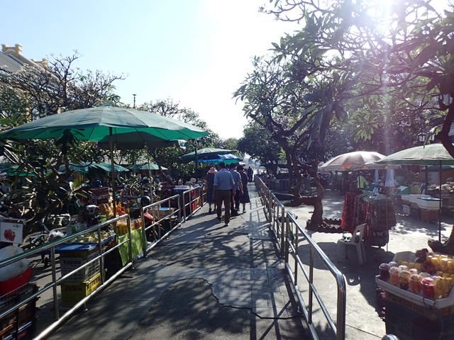 ターチャン船着き場の市場