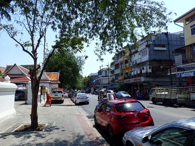 ワット・ポー前のマハラート通り