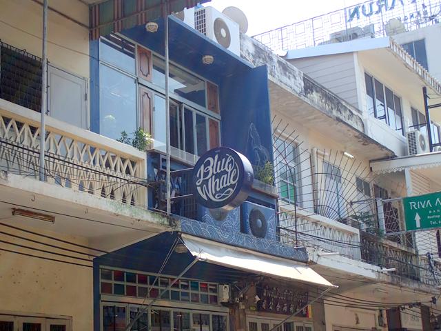 Blue Whale Cafe(Blue Whale Maharaj-Wat Pho.)の看板