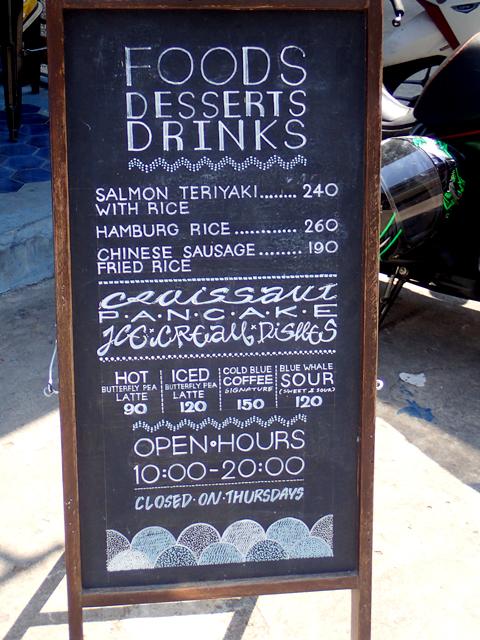 Blue Whale Cafe(Blue Whale Maharaj-Wat Pho.)の外看板