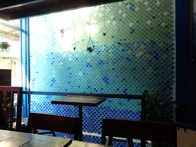 Blue Whale Cafe(Blue Whale Maharaj-Wat Pho.)の店内