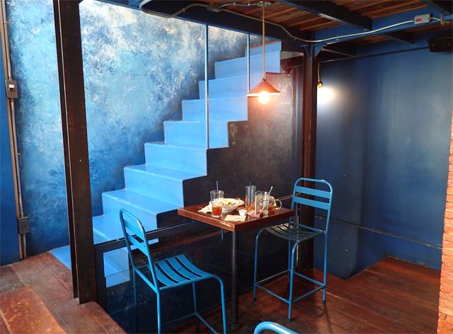 Blue Whale Cafe(Blue Whale Maharaj-Wat Pho.)の青