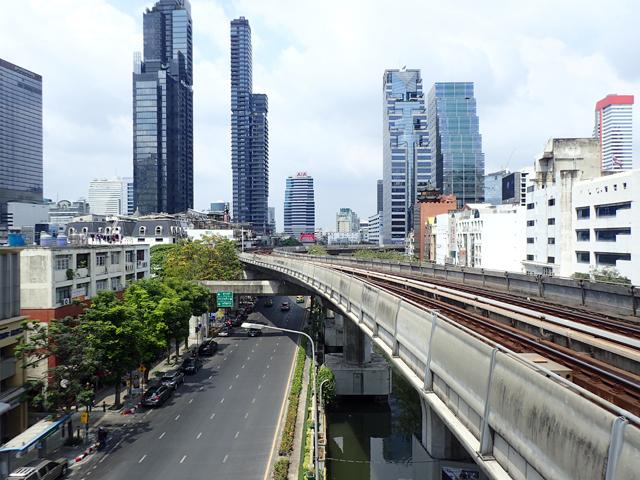 チョンノンシー駅からサイアム駅方面を見た風景