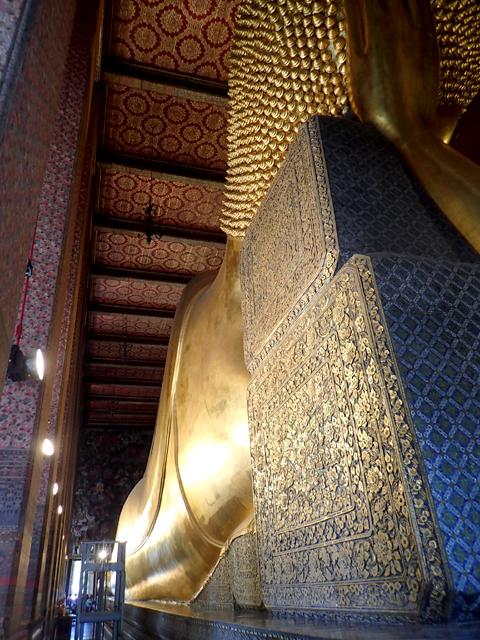 ワット・ポー涅槃像の頭からの背中