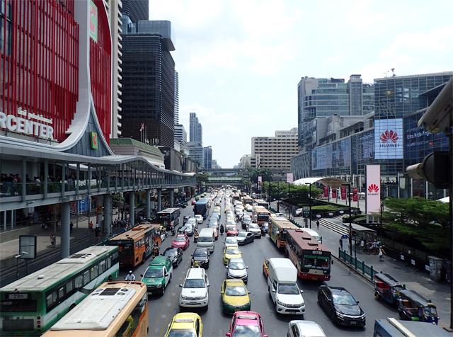 バンコク・サイアム駅周辺の渋滞風景