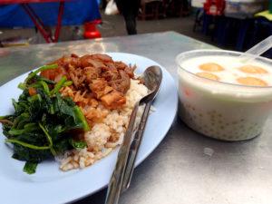 カオカームー(豚の角煮ご飯)とメロン入りタピオカミルク
