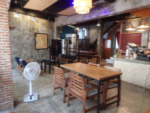 Thonglor Travellers Hostel and Cafe