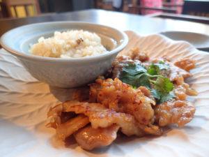豚肉の甘辛焼きともち米のプレート